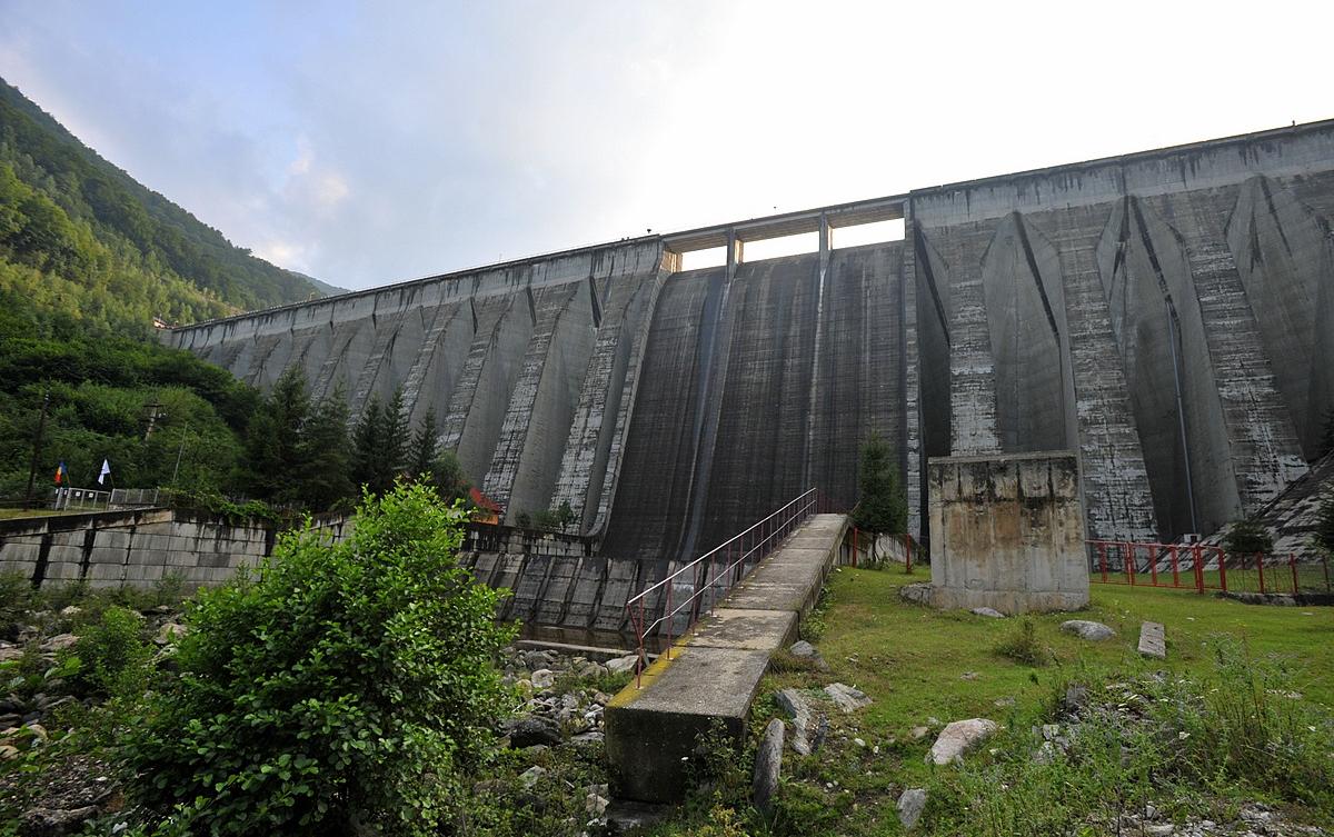 Relaxare de weekend la barajul de la Gura Râului