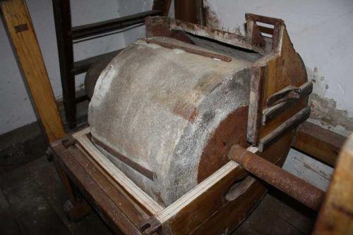 Degusta painea de pe vremuri la Moara Veche de la Hosman