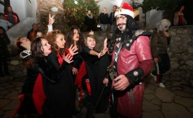 Halloween in Transilvanien – Auf geht's zur Party mit Dracula!