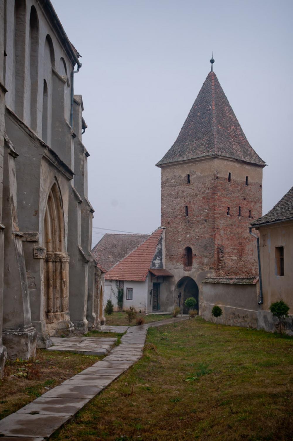 Povestea bisericii fortificate din Băgaciu, construită cu piatră din Munții Cibinului