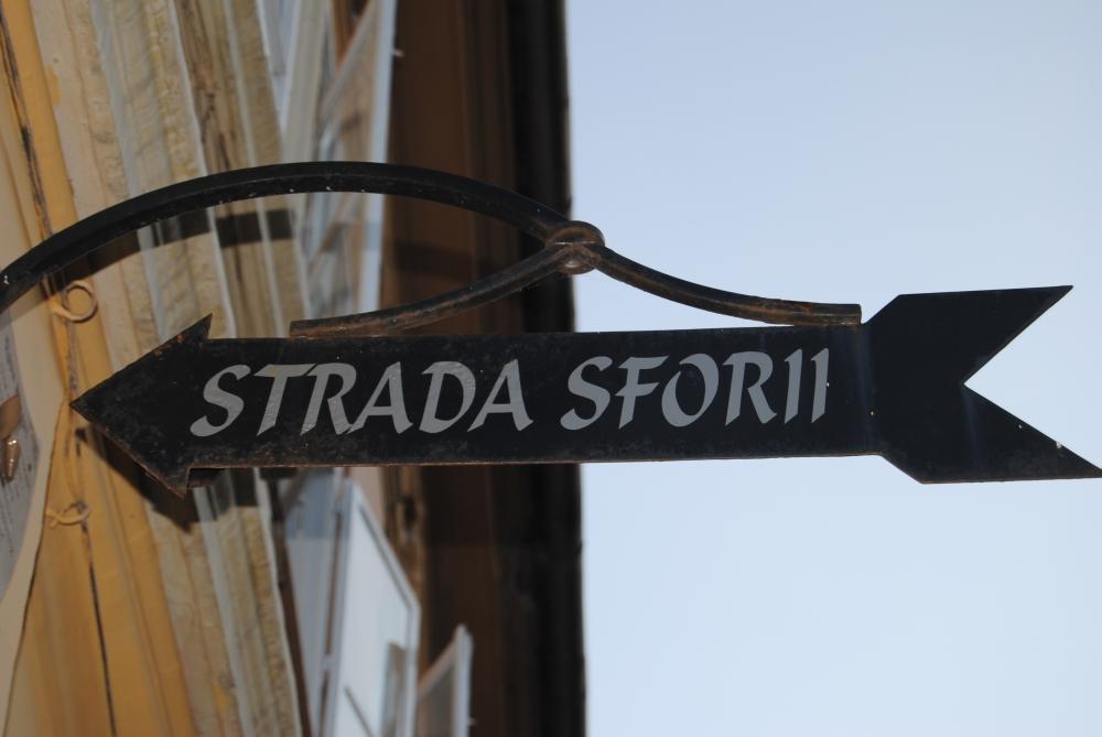 Die Seil Straße in Kronstadt, die schmalste Straße in Europa