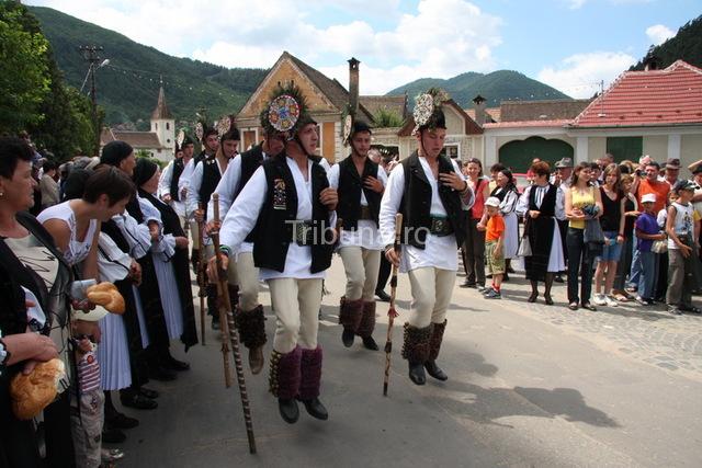 Gura Raului, satul in care se pastreaza traditia poruncilor