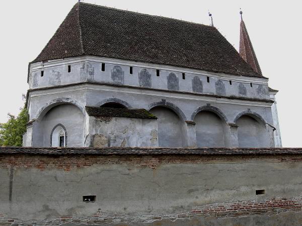 Die Wehrkirche von Klosdorf, eine der wenigen mit defensiver Plattform