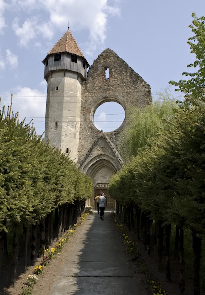 Manastirea Cisterciana de la Carta, istorie vie in Tara Fagarasului