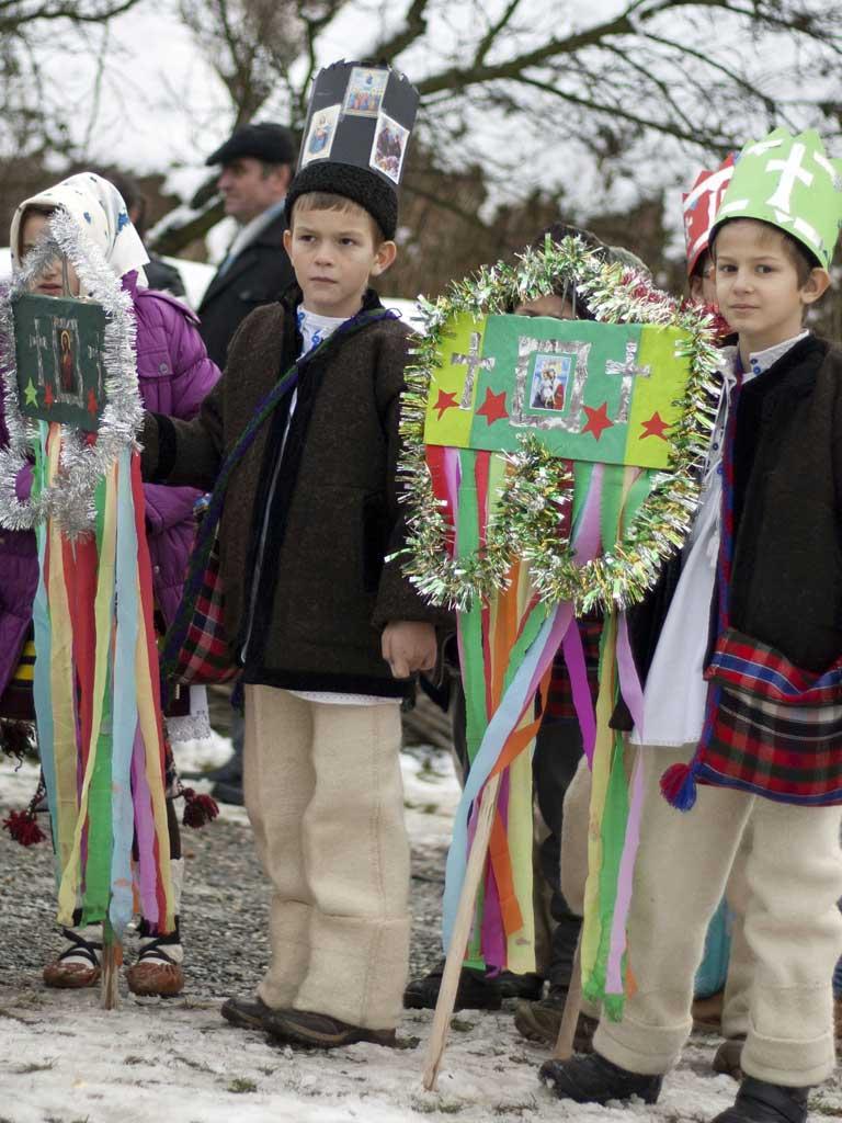 Traditiile de Craciun din Transilvania: de la post si pana la colindatul pe sate