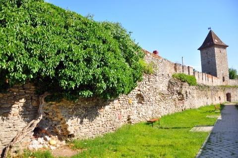 Die Legende des Studenten Turms in Mühlbach: eine Geschichte von über 500 Jahren