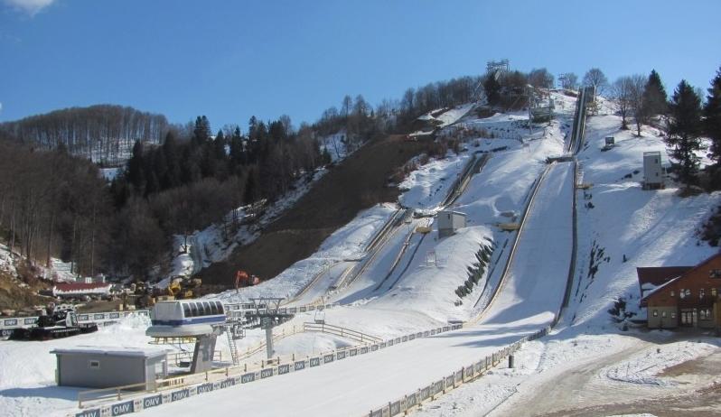 Trambulinele de la Rasnov pun Transilvania pe harta sariturilor cu schiurile