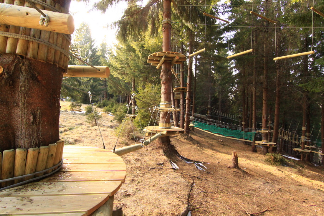 Distracție și aventură în Transilvania la Arka Park Păltiniș