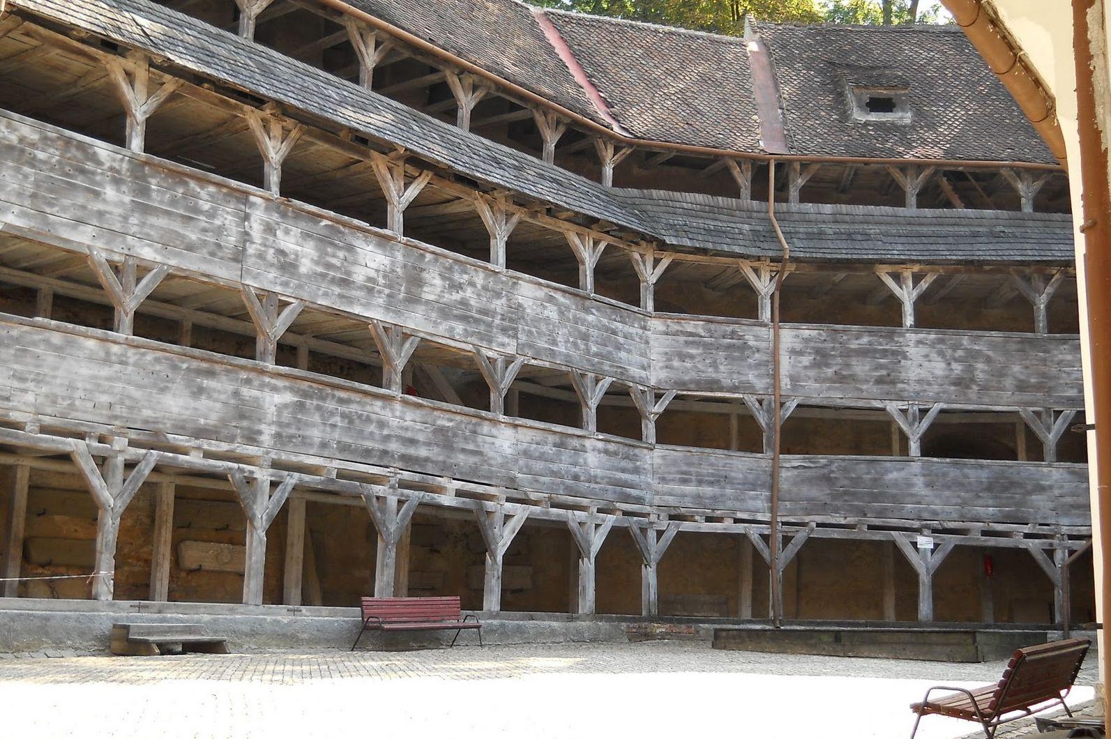"""Bastionul Țesătorilor din Brasov, un """"must see"""" pentru orice turist"""