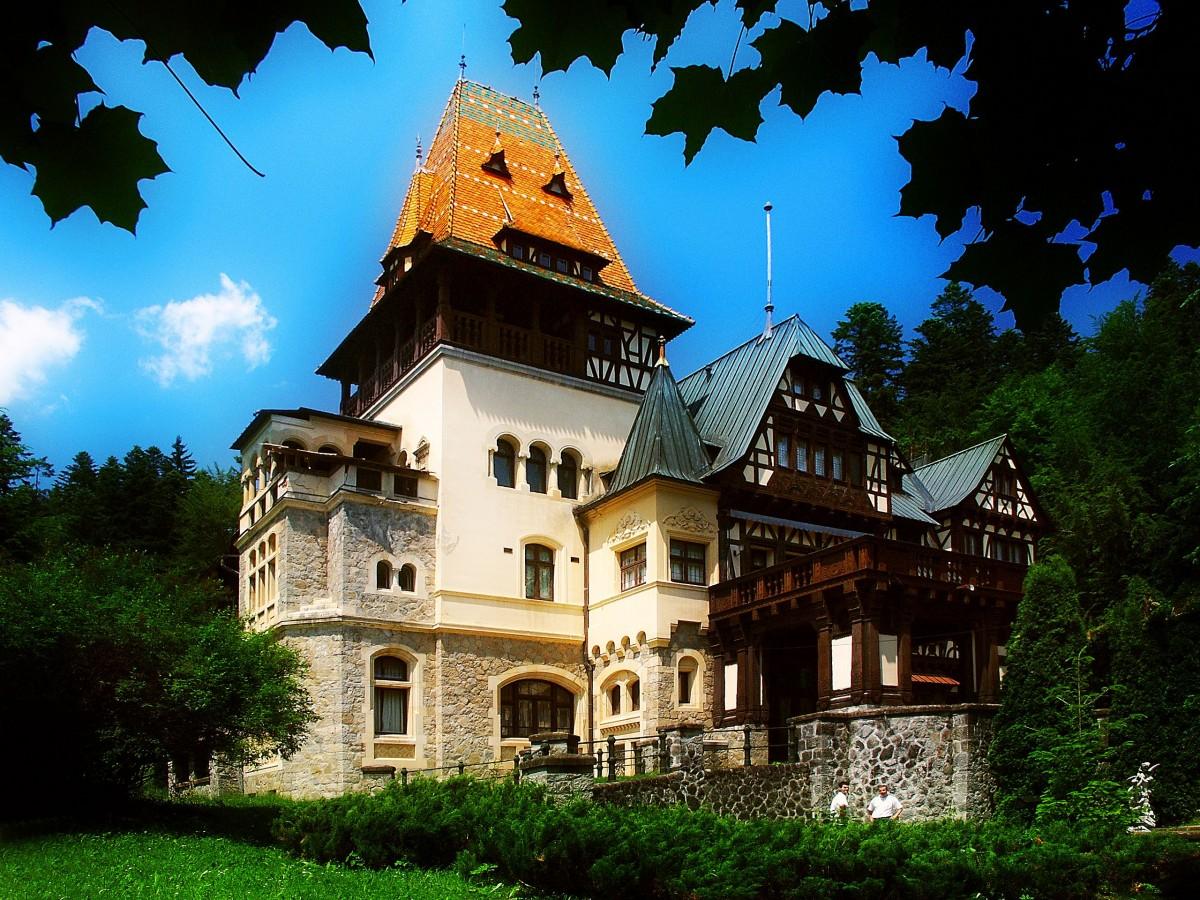 Castelul Peleș, unul dintre cele mai frumoase castele din România și Europa.