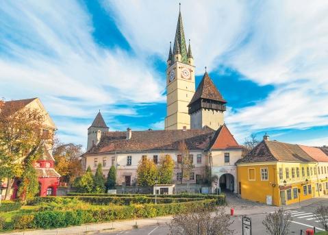 Turnurile și zidurile cetății de la Mediaș reabilitate